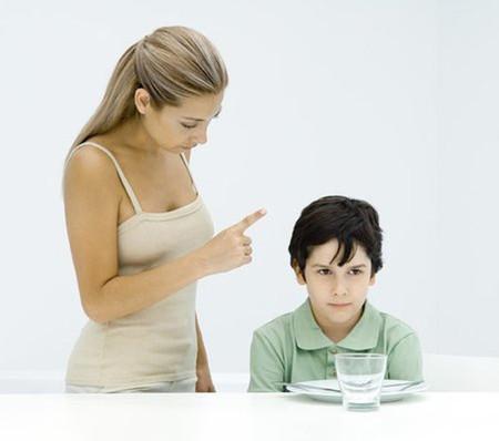 Cha mẹ ơi, có những câu nói với con, cha mẹ nghĩ là bình thường nhưng thực sự lại khiến con tổn thưởng và đau lòng lắm!