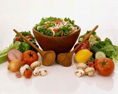 Ăn nhiều rau quả tốt cho sức khỏe người cao tuổi.