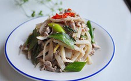 Gỏi thịt bò măng chua lamg món khai vị thật tuyệt.