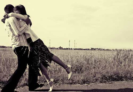 Anh xuất hiện và tôi cứ ngỡ hạnh phúc đã mỉm cười với tôi