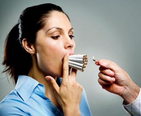 Biết thuốc lá có hại cho sức khỏe nhưng vẫn hút.