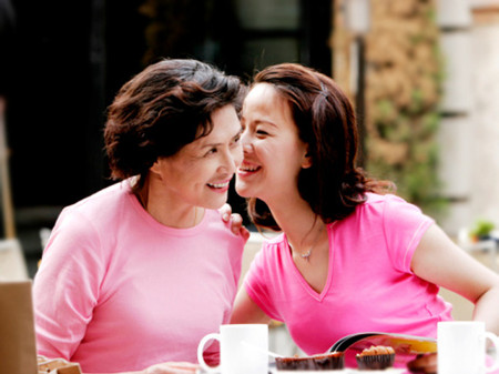 Nếu ai đó nói mẹ con mình giống như hai chị em thì hẳn vui lắm mẹ nhỉ.