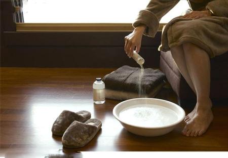 Dung dịch muối làm giảm viêm đau các khớp.