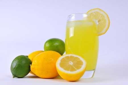 Uống nước chanh ấm vào buổi sáng rất tốt cho sức khỏe.