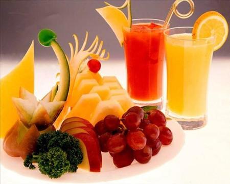 Hoa quả và nước trái cây rất phù hợp với bữa phụ.