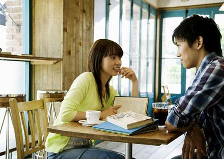 Khi bạn có niền tin tuyệt đối với chàng thì bạn là người phụ nữ rất đẹp trong mắt chàng.