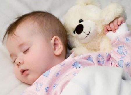 Trẻ dưới 2 tuổi không nên nằm gối