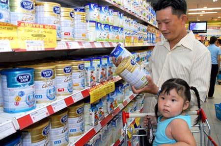 Các hãng sữa không có sự cạnh tranh, người tiêu dùng mua theo quãng cáo.