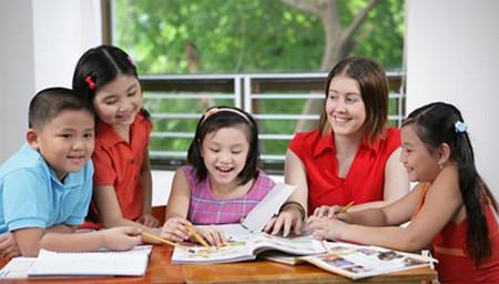Học ngoại ngữ từ nhỏ đơn giản hơn rất nhiều so với người bắt đầu học ở tuổi lớn hơn.