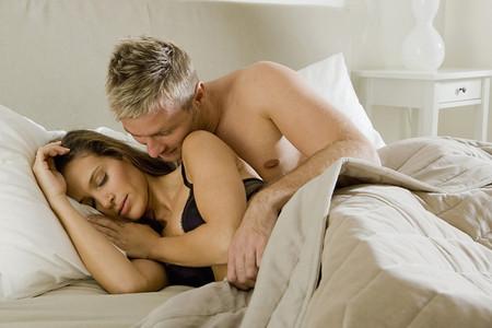 """Anh chỉ """"yêu"""" khi thấy thấy tôi đã hoàn toàn ngủ say."""