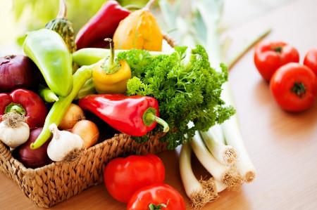 Mùa đông ăn nhiều rau củ quả  giúp cơ thể không bị thiếu nước.