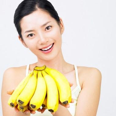 Bạn có thể thường xuyên ăn chuối để giảm nhẹ cơn đau do kinh nguyệt.
