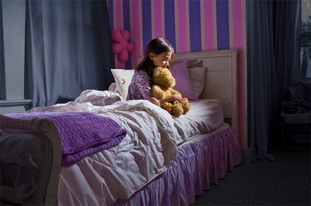 Hầu hết trẻ nhỏ đều không tự tin khi ở trong bóng tối một mình.