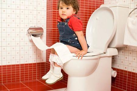 Táo bón kéo dài dễ khiến trẻ chậm lớn, suy dinh dưỡng.
