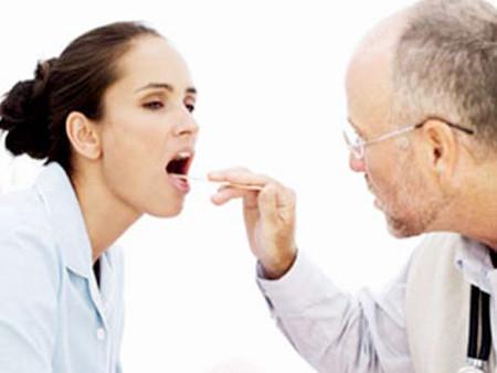 Chính tình trạng nhiễm trùng là nguyên nhân gây đau họng.