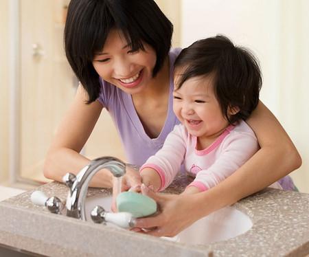 Thường xuyên rửa tay sạch sẽ - nhất là trước khi ăn và sau khi ho hoặc hắt hơi.