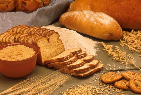 Nhóm tinh bột gồm cơm, bánh mỳ, mỳ ống...