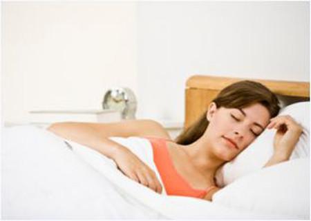 Mặc áo ngực khi ngủ dễ bị ung thư tuyến sữa.