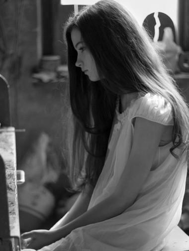 Niềm tin trong em với tình yêu của anh đã bị anh đánh cắp.