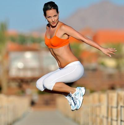 Khi tập thể dục, hãy bắt đầu với động tác chân đầu tiên.