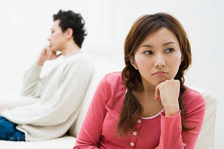 Vì cứ phải cố gắng cho có thai nhanh mà vợ chồng sinh ra mệt mỏi.