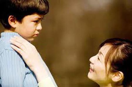 Luyện thấy mệt mỏi với công việc gia đình và chăm sóc cậu con riêng của chồng.