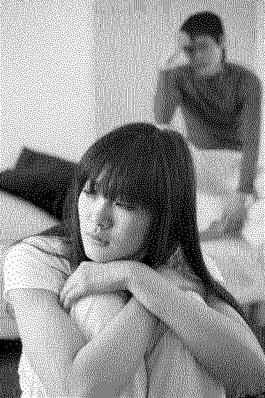 Cứ nghĩ đến cảnh anh chung đụng thể xác với người con gái khác mà tim mình đau nhói, uất ức đến tận cổ