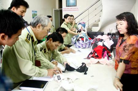 Cơ quan chức năng liên tiếp phát hiện áo ngực Trung Quốc chứa thuốc lạ.