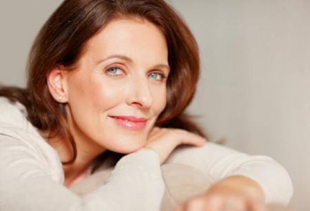 Tình trạng mãn kinh ở phụ nữ, giai đoạn diễn ra hàng loạt các biến đổi liên quan đến nội tiết, tâm sinh lý.