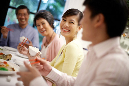 Mẹ chồng con dâu hiểu nhau và chấp nhận nhau nên cuộc sống gia đình lúc nào cũng vui vẻ.