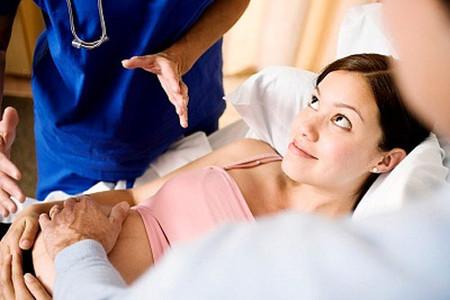 Mổ lấy thai được áp dụng trong những trường hợp cấp bách.