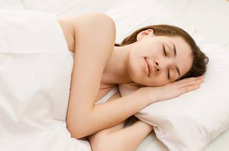 Trước khi đi ngủ bạn hãy đảm bảo rằng tóc bạn đã khô.