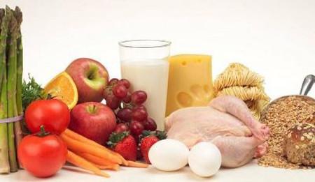 Vitamin E giúp nở rộng các mạch máu ngoại biên và thúc đẩy tuần hoàn máu.