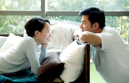 Lắng nghe nhau giúp tình cảm vợ chồng ngày thêm gắn bó.