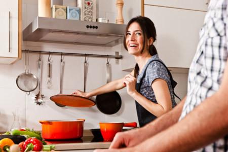Hạnh phúc của vợ là được nấu cơm và chăm sóc chồng những lúc chồng mệt mỏi.