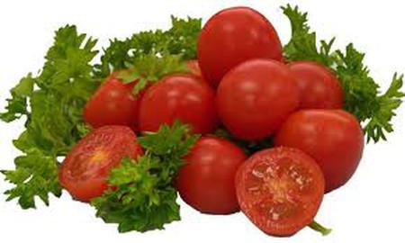 Cà chua chứa nhiều caroten, vitamin C giúp cho làn da mịn màng.