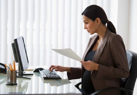 Bạn nên kiểm soát thời lượng ngồi trước màn hình máy tính.