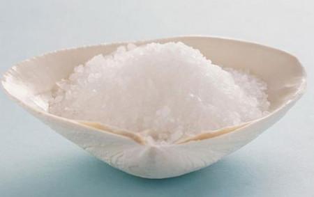 Muối làm mất mát lượng canxi từ xương, làm suy yếu chúng qua thời gian.