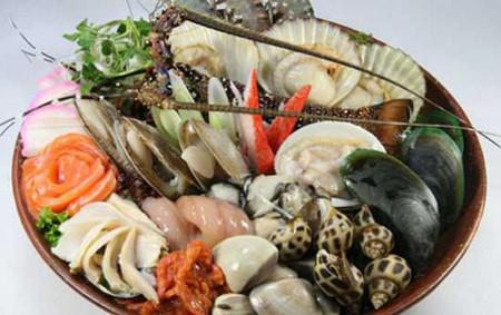 Hải sản là món ăn rất hấp dẫn.