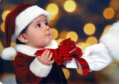 Các mẹ hãy chọn cho bé một món quà dễ thương, xinh xắn.