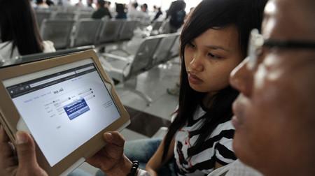 Hành khách mang iPad đến ga Sài Gòn nhưng không thể truy cập vào website để đặt chỗ mua vé tàu tết