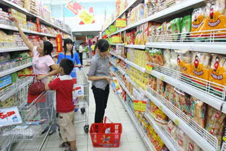 Người dân chuyển dần thói quen mua sắm tại siêu thị.