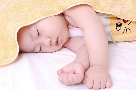 Hãy cảnh giác khi cho trẻ sơ sinh ngủ lều 1