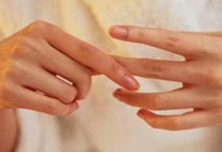 Thuốc thấp khớp có thể gây tác dụng phụ, do đó bệnh nhân phải hết sức cẩn thận khi sử dụng.