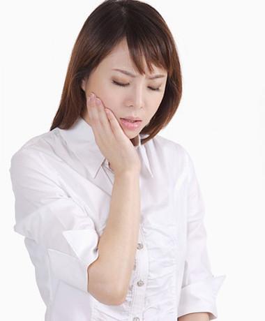 Đau răng khiến cho bạn luôn khó chịu, căng thẳng.