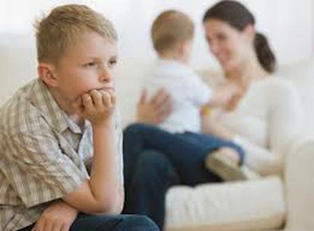 Vì sao trẻ sơ sinh thường hay khóc dạ đề? 1
