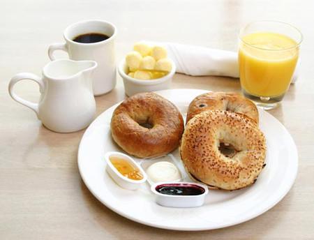 Ăn sáng đầy đủ sẽ cung cấp cho bạn nguồn năng lượng để làm việc hiệu quả hơn.