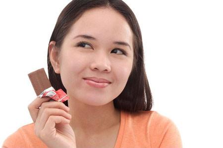 Làm bạn với sôcôla đen để tránh huyết áp cao.