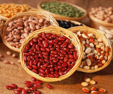 Đậu giúp cân bằng lượng cholesterol trong máu, giữ mức độ đường huyết ở mức cân bằng, tăng sức khỏe tim mạch.
