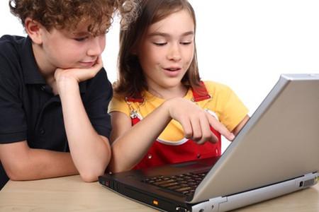 Smartphone, máy tính bảng và laptop đang được giới trẻ tận dụng vào mục đích học tập.